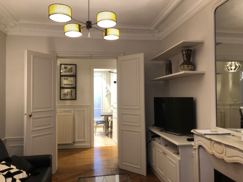 Rental apartment Paris 8ème 2 495€ CC - Picture 3