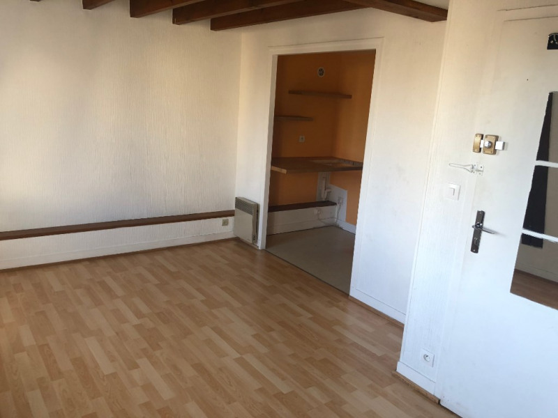 Rental apartment Saint germain en laye 830€ CC - Picture 1