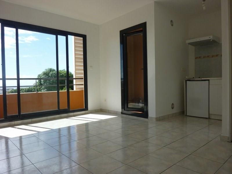Location appartement St denis 385€ CC - Photo 1