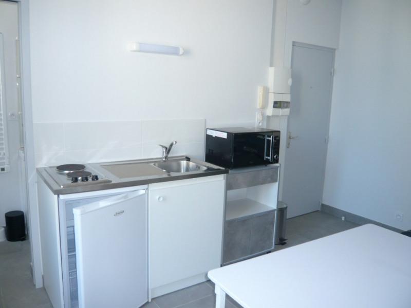 Rental apartment Laval 315€ CC - Picture 1