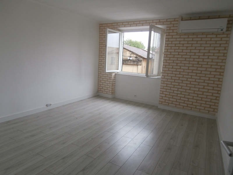 Location appartement Entressen 505€ CC - Photo 1