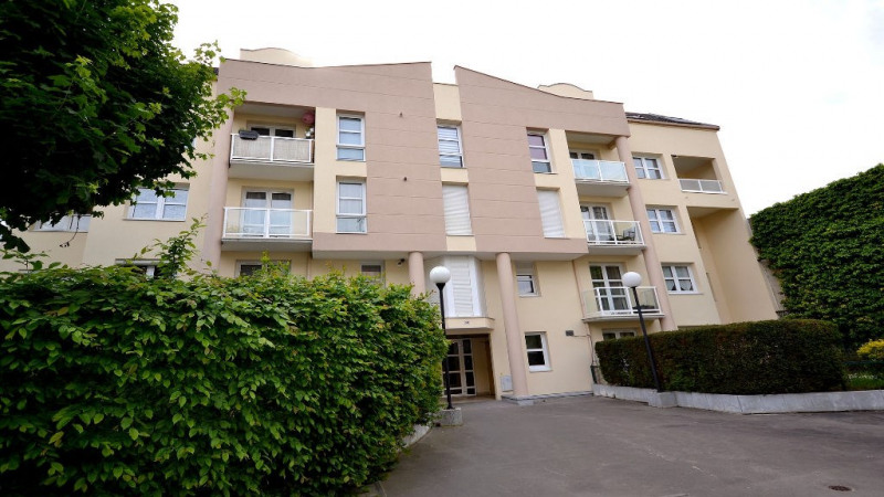Rental apartment Plaisir 793€ CC - Picture 5