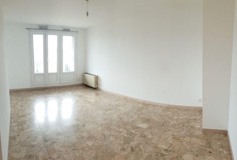 Location appartement Marseille 10ème 455€ CC - Photo 2