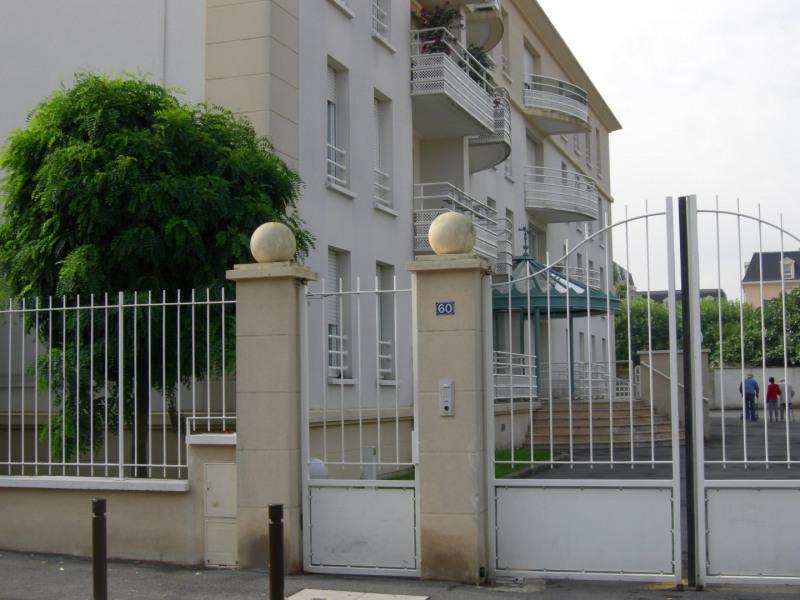Rental apartment Livry-gargan 913€ CC - Picture 10