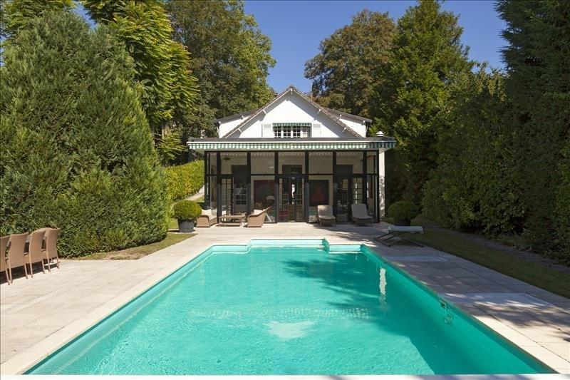 Deluxe sale house / villa Meulan 1290000€ - Picture 1