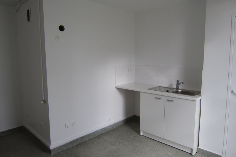 Location appartement Paris 11ème 1 949€ CC - Photo 9