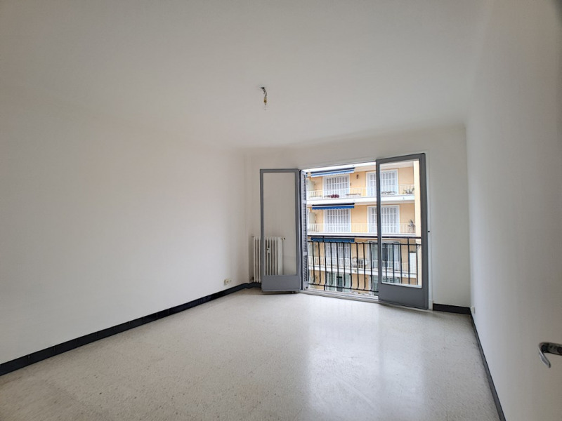 Location appartement Menton 951€ CC - Photo 2