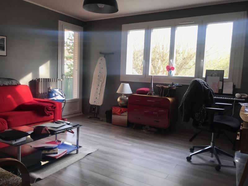 Sale apartment Montfort l amaury 210000€ - Picture 1