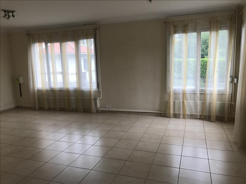 Sale house / villa La poiteviniere 64100€ - Picture 3