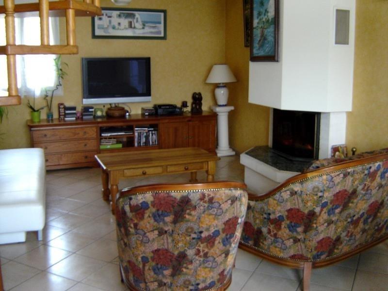 Location maison / villa Gemozac 650€ CC - Photo 2