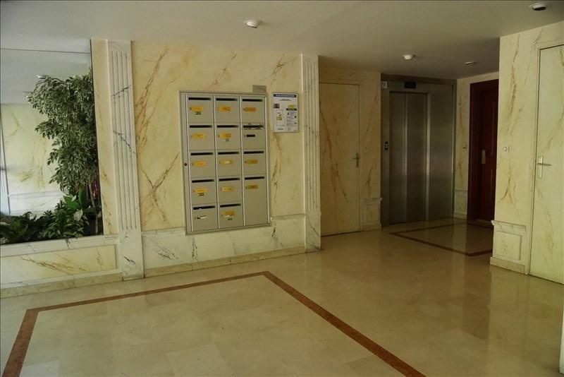 Rental apartment Charbonnieres les bains 750€ CC - Picture 9