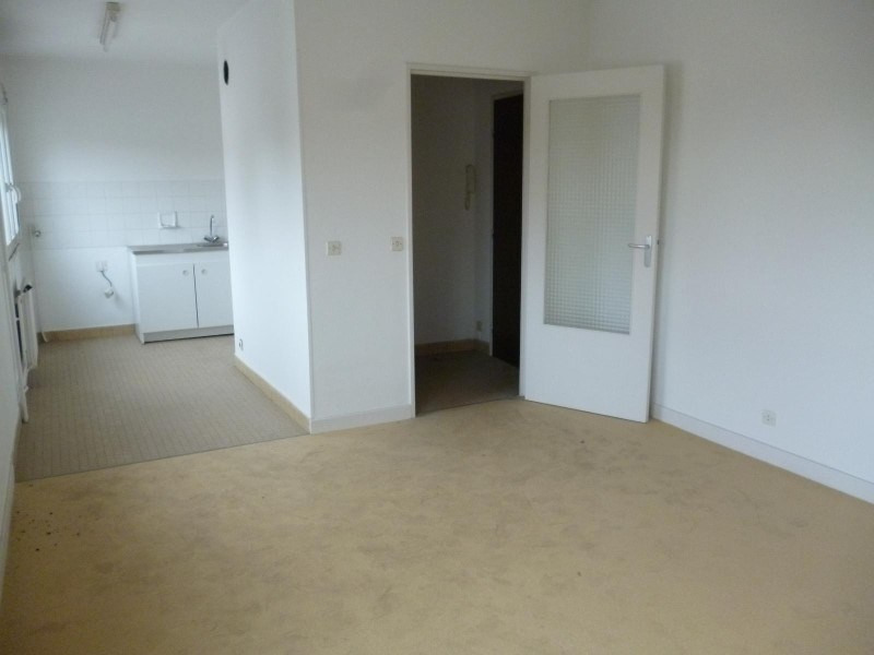 Rental apartment Le coteau 310€ CC - Picture 1