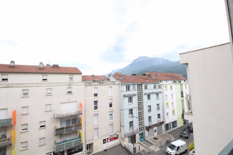 Location appartement Fontaine 660€ CC - Photo 2