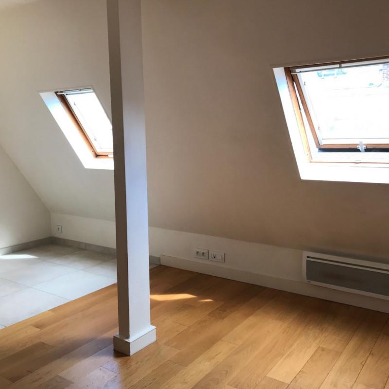Locação apartamento Paris 8ème 832€ CC - Fotografia 1