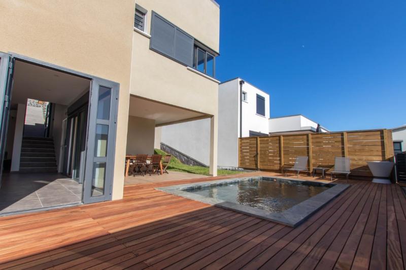 Deluxe sale house / villa Saint gilles les bains 605000€ - Picture 1