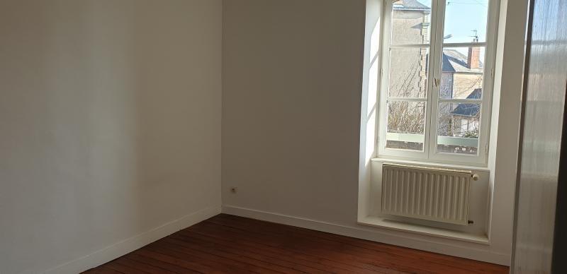 Location appartement Laval 615€ CC - Photo 2