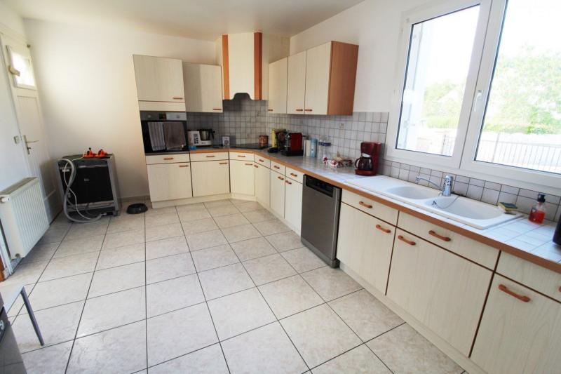 Rental house / villa Maurepas 1896€ CC - Picture 3