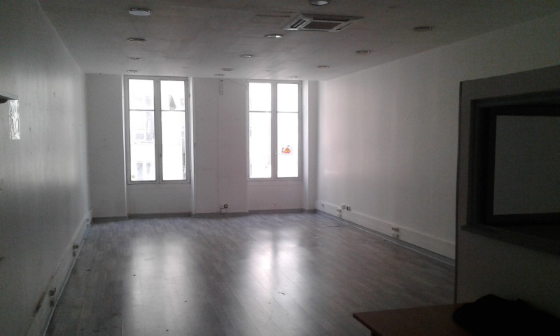 Location local commercial Paris 2ème 3 200€ HC - Photo 2