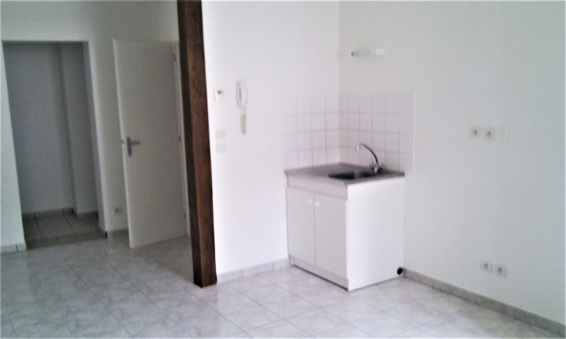 Rental apartment Tigy 394€ CC - Picture 1