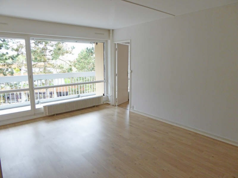 Location appartement Elancourt 846€ CC - Photo 1