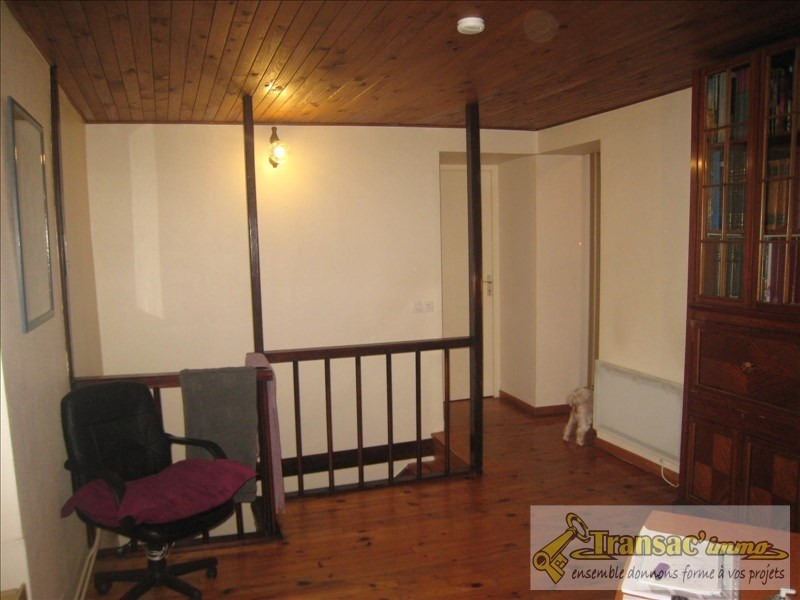Sale house / villa Puy guillaume 108070€ - Picture 5