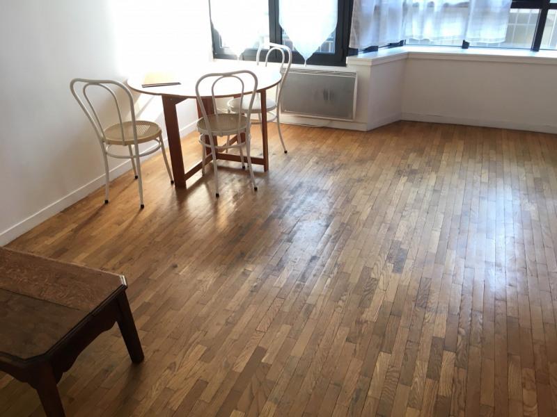 Rental apartment Paris 10ème 1350€ CC - Picture 2