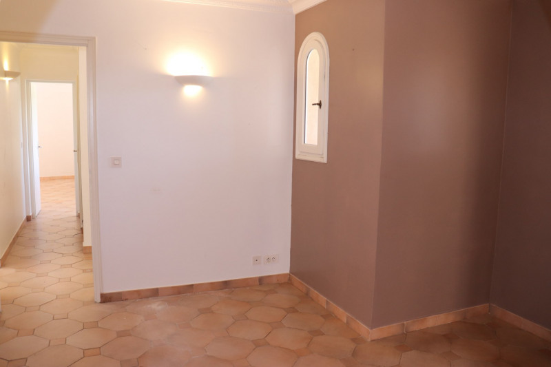 Location maison / villa Cavalaire sur mer 1 900€ CC - Photo 4