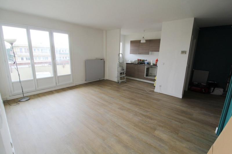 Rental apartment Maurepas 750€ CC - Picture 2