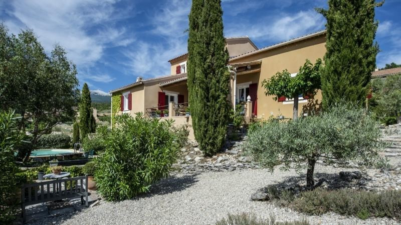 Sale house / villa Flassan 450 000€ - Picture 1