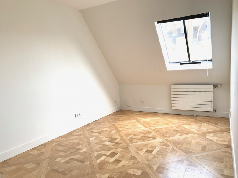 Location appartement Paris 8ème 5 120€ CC - Photo 7