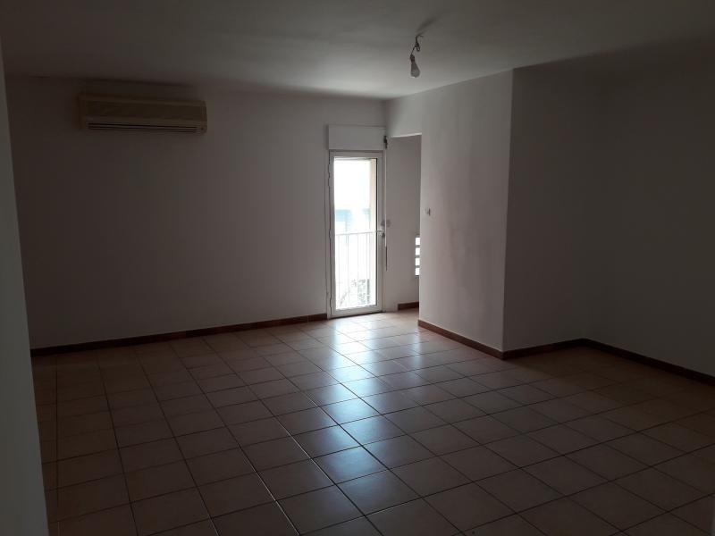Rental apartment St pierre 750€ CC - Picture 7