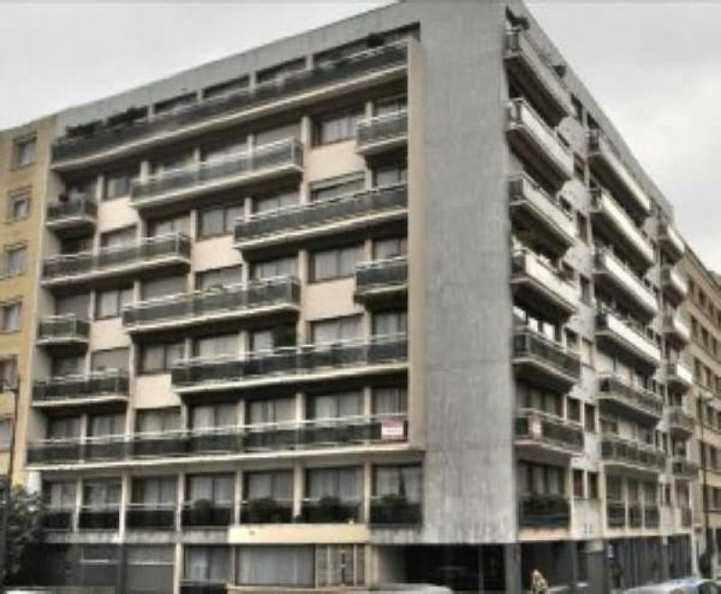 Location appartement Paris 15ème 2031€ CC - Photo 9