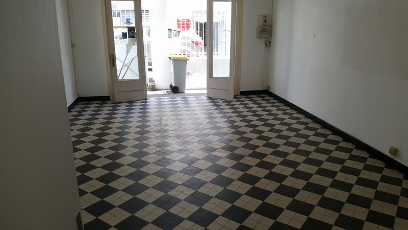 Location local commercial St denis 696€ CC - Photo 5