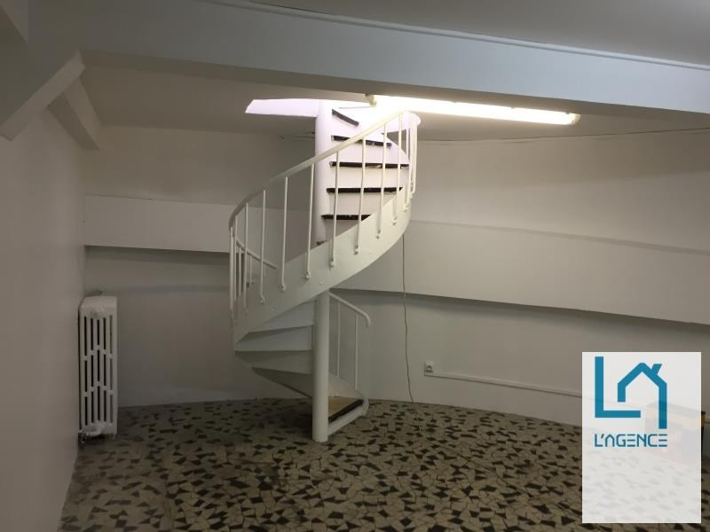 Location local commercial Paris 2 317€ HT/HC - Photo 5