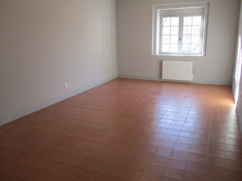 Rental apartment Nimes 752€ CC - Picture 1