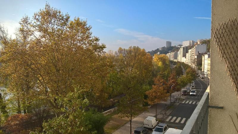 Location appartement Caluire 780€ CC - Photo 1