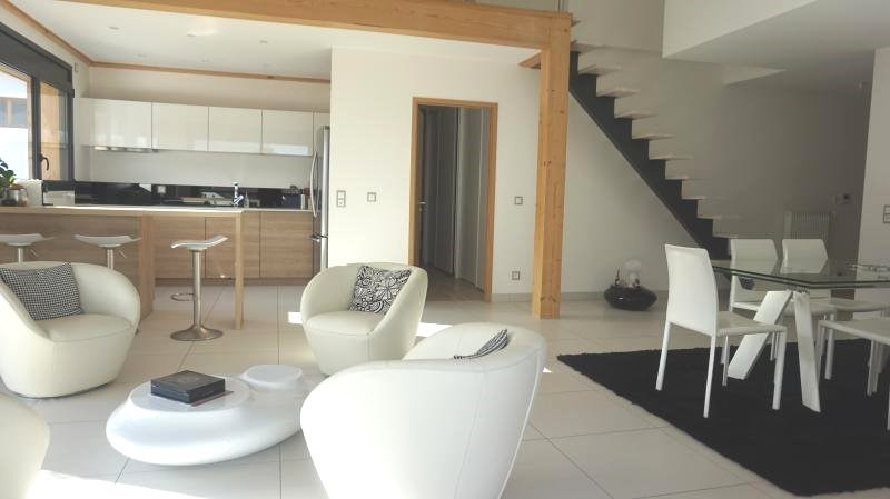 Deluxe sale apartment Archamps 649 000€ - Picture 1