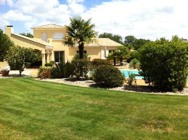 Deluxe sale house / villa Sainte-foy 641700€ - Picture 1