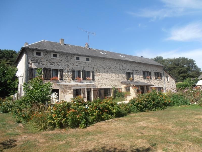 Sale house / villa Bourganeuf 498 000€ - Picture 1