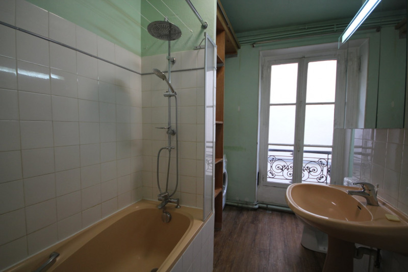 Rental apartment Paris 18ème 1 395€ CC - Picture 3