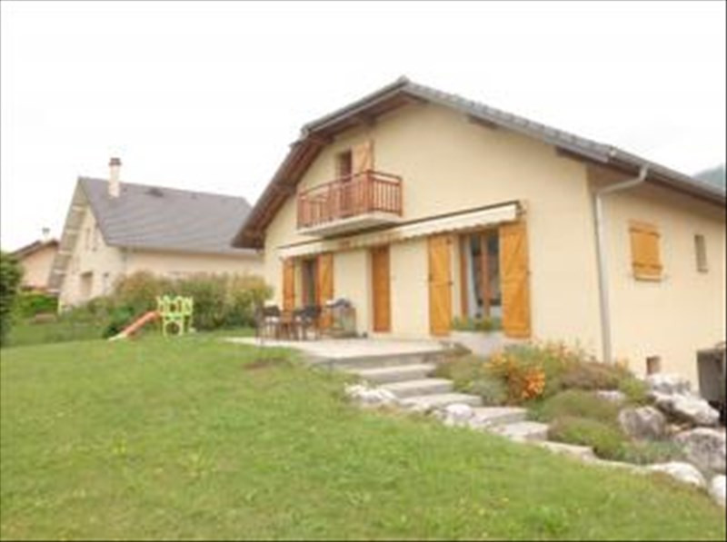 Rental house / villa Les marches 1 329€ CC - Picture 1
