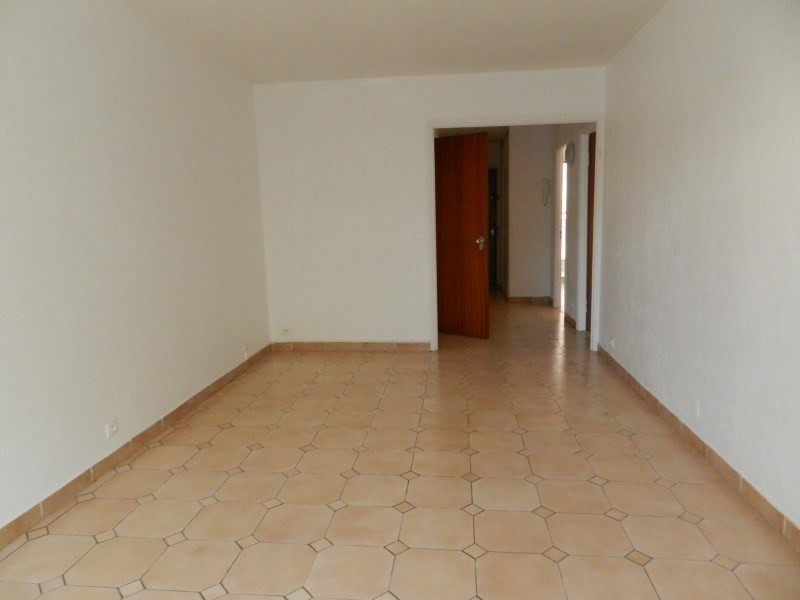 Sale apartment Le lavandou 268 000€ - Picture 2