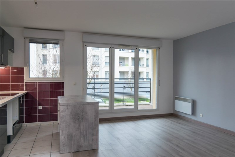 Rental apartment Osny 820€ CC - Picture 1