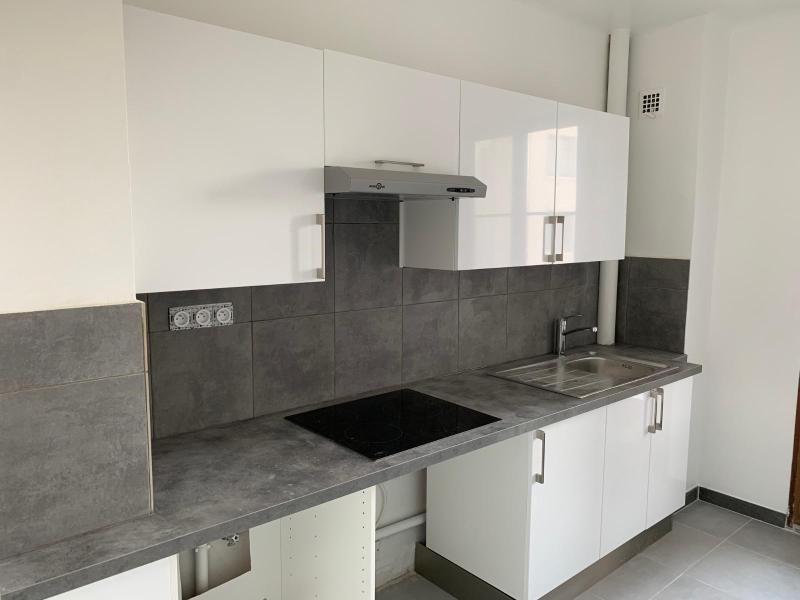 Rental apartment Aix en provence 995€ CC - Picture 1