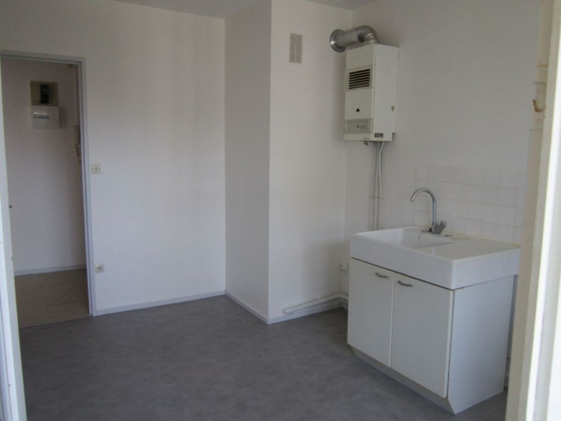 Rental apartment Villeneuve les avignon 570€ CC - Picture 3