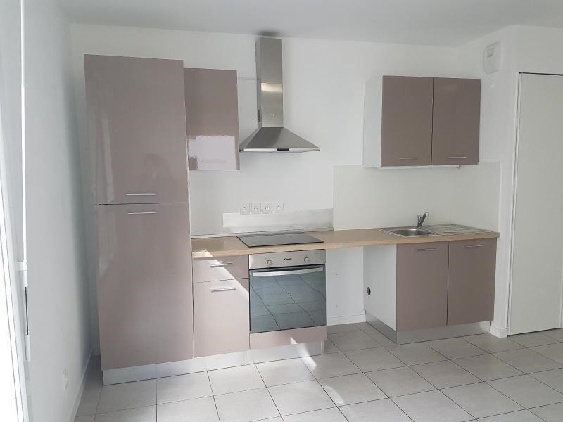 Rental apartment Vaulx en velin 714€ CC - Picture 3