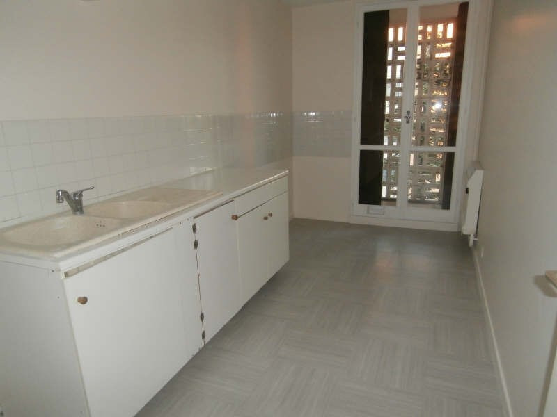 Rental apartment Salon de provence 740€ CC - Picture 2