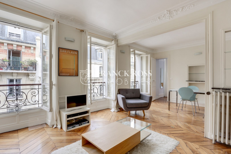 Rental apartment Paris 9ème 2400€ CC - Picture 3