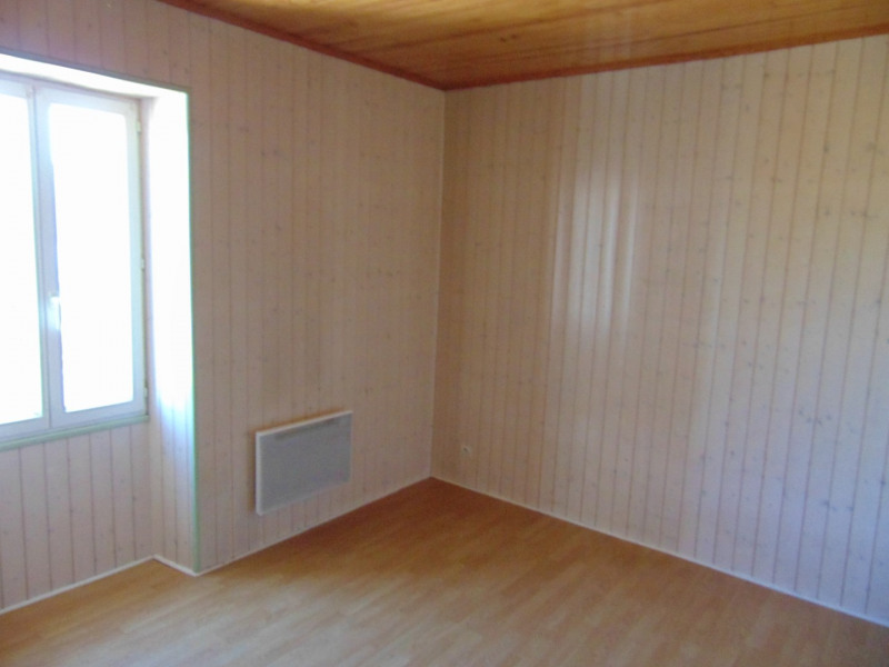 Location maison / villa Bagas 550€ CC - Photo 3