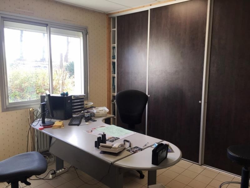 Location local commercial Fougeres 1500€ HT/HC - Photo 6